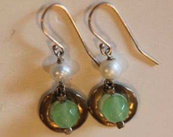 Sterling silver 6mm freshwater pearl green stone dangle drop earrings hooks