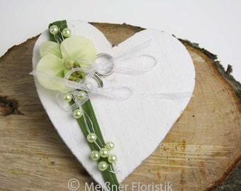 "Wooden heart ""green Orchid"" ring pillow"