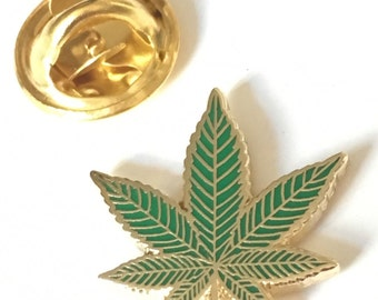 Cannabis Leaf Gold Plated Enamel Lapel Pin Badge (T1240)