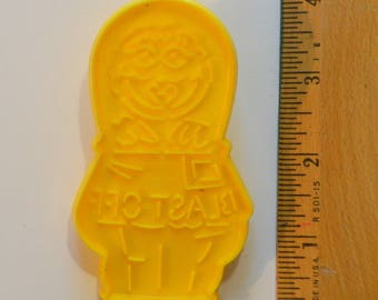 "Vintage WILTON OSCAR the GROUCH in Spacecraft Cookie Cutter | 1992 3.75"" Sesame Street Going Places"