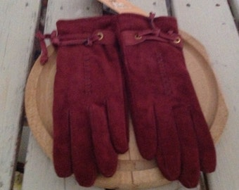 Red gloves in deerskin, vintage and new, red leather, red gloves