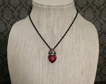 Red crystal heart necklace // crown necklace / queen necklace / queen of hearts necklace / gothic necklace
