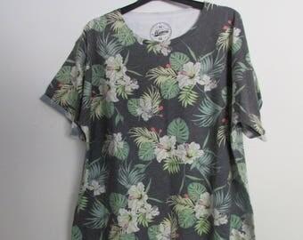 Hibiscus Print T-shirt