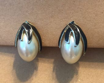 Vintage Pearl and Black Clip On Earrings