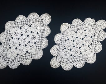 A Pair of Vintage Cotton Lace Doilies. A Set of 2 White Oval Crocheted Doilies. Two Oval Antique Linen White Doilies RBT1507 and 1508