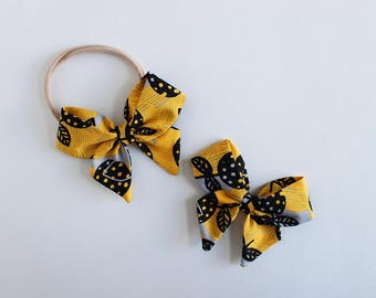 "Sunshine Blooms Fabric ""Dahlia"" Bow"