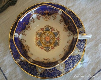 Paragon: elegant medallion tea cup and saucer, in white and cobalt blue