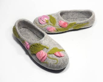 Natural Gray Slippers for Women with Flowers - Home shoes Handmade slippers Felted wool warm - House felted shoes Home felted wool slippers