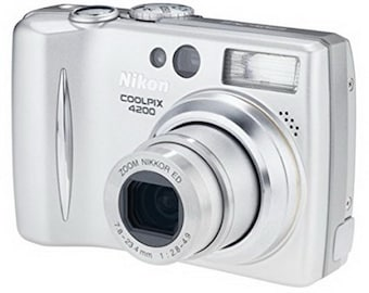 NIKON DIGITAL CAMERA Coolpix 4200