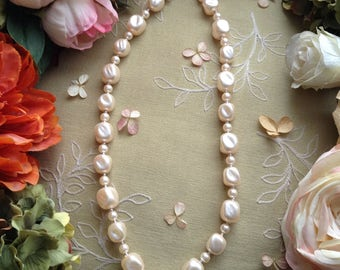 Vintage Pearlescent Lucite and Silver Beads Necklace