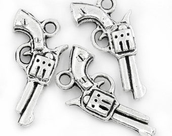 10 Silvertone Pistols Charms 21x11mm (S27b1)