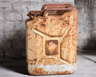 Rusty jerrycan from 1943 from France