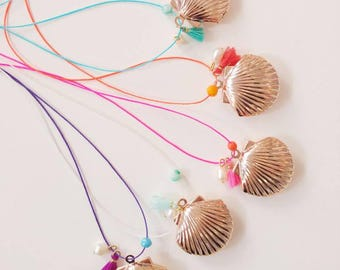 Shell Locket necklace rose gold colored nylon thread
