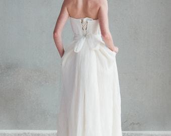 Hand-made weddingskirt in organic silk chiffon and organic cotton