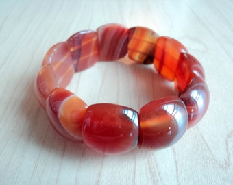 Agathe carnelian. Agathe bracelet. Jewel without metal. Gem stones to agathe vintage. Minerals.