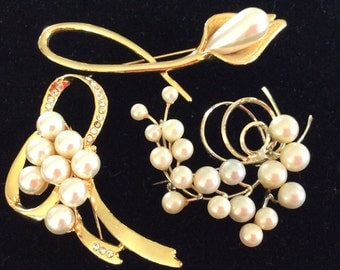Large vintage brooch pearl and crystals leaf flower bow shape costume jewelry