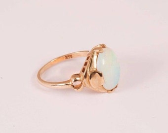 10K Yellow Gold Opal Ring, size 5.5