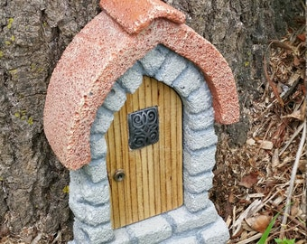 Goblin door - Red roof with window