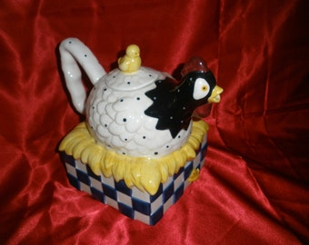 vintage Chicken teapot very cute with baby chicks