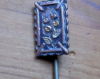 Very Pretty Victorian Silver and Gold Detailed Stick Pin.