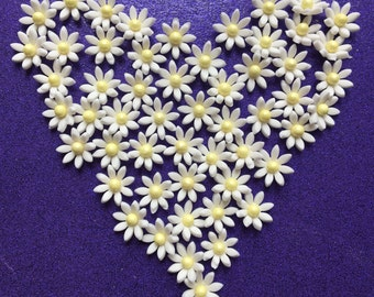 100 edible mini fondant DAISY FLOWER cupcake toppers. Cake toppers. Flowers.