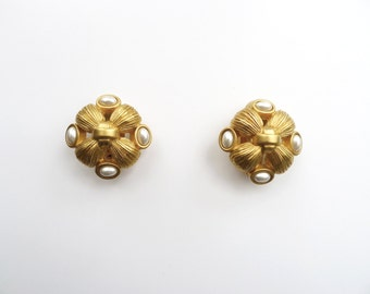 Vintage 80s Gold Matte Tone Metal Knot Clip On Earrings with Faux Pearls