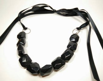 BLACK DARGEELING - Black Stone Ribbon Tie Necklace