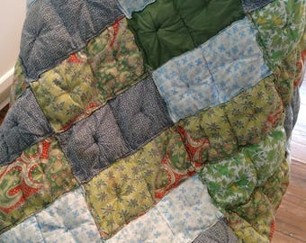 Quilted Patchwork lap quilt//Handmade lap quilt//Americana Art//1940's Quilt//Small blanket//Vintage quilt//Patchwork square quilt