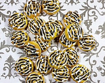 Kawaii cinnamon roll cabochons - food flat back - sweet cabs