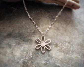 Silver Daisy Necklace - Silver Flower Necklace - Sterling Silver Daisy necklace - Daisychain - Gift