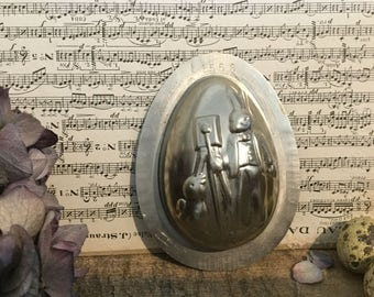 "Ancient form of chocolate, egg ""Hare-photographer"""