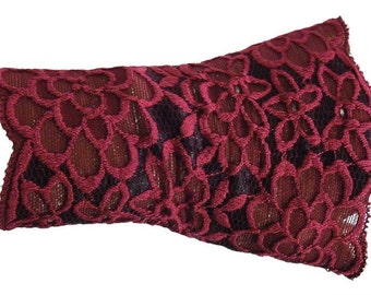 Large flowers magenta/black lace cuffs