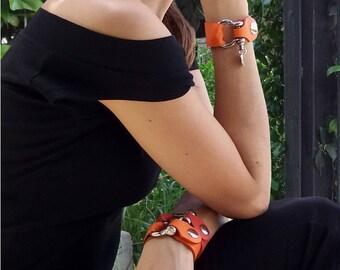 Bracelet / Pulseras / Leather Cuff Bracelet / Pulsera de cuero / Lederarmband / Bracelet en cuir femme / Bracciale in pelle / Shacklelyn