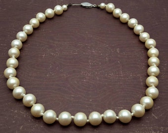 White Pearl Necklace One Strand Princess Length 17'' Vintage from the 60s Imitation Pearls Wedding Bridal Party Anniversary Gift for her