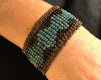 NO 124 Hand Beaded Glass Bracelet