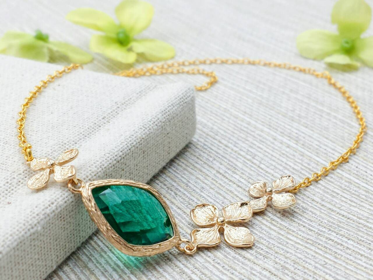 Green lucky shamrock necklace four leaf clover charm emerald green - Details This Is A Wonderful Nature Inspired Sweet And Beautiful Four Leaf Clover Necklace