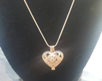 Rose-gold plated heart pendant with cultured freshwater pearl