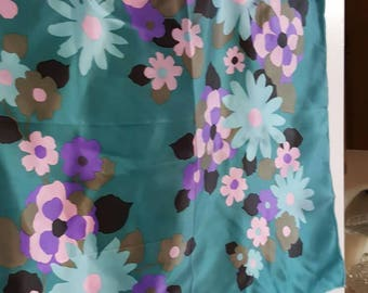 Ever-Lyn emerald scarf with Flowers