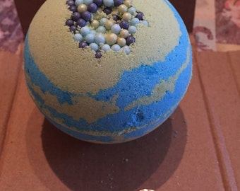 Seabreeze and Ocean pearls supersize bath bomb!