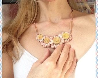 Collana con margherite rosa