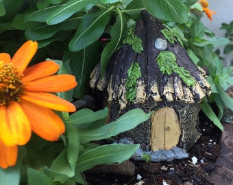 Fairy Garden   Miniature Resin Thatched Roof Cottage   Rustic Resin Hut House for Fairies & Gnomes