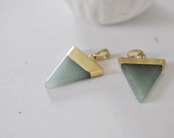 Triangle Gold support green aventurine pendant