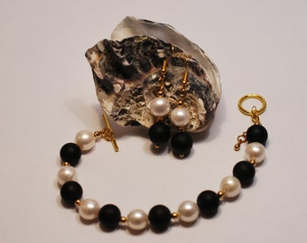Cultured Pearl and Onyx Bracelet and Earrings
