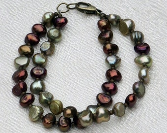 Copper and green pearl beaded bracelet