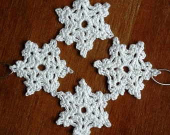 Super snowflakes in crochet lace, set of four, handmade in the UK, 100% cotton, Christmas tree decoration, vintage, retro