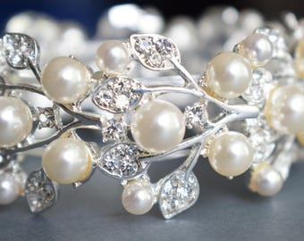 Wedding bracelet with pearls and crystal, Bridal bracelet, Pearl Bracelet, Stretch Bracelet, Statement bracelet, Leaf Wristband