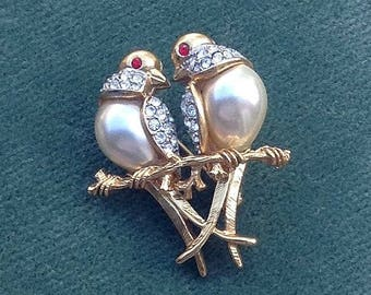 A nice quality pair of 'Lovebird' Doves Brooch/Pin