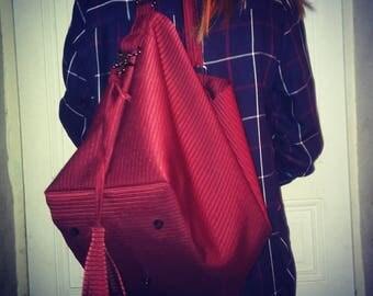 Moriarty - Woman in vintage fabric handbag