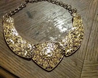 Barrera by Avon necklace
