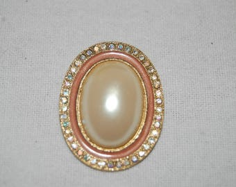 Lovely Pearl Brooch | c. 1950's